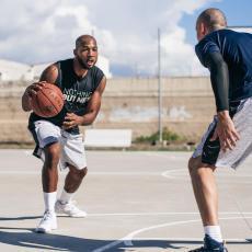 3 個籃球技巧挑戰高個子球員 反應速度快