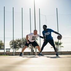3 個籃球技巧挑戰高個子球員 攻守上的優勢