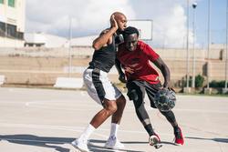 Bola Basket Ukuran 7 Dewasa R500 - Graffitti Tahan bocor dan cengkeraman baik.