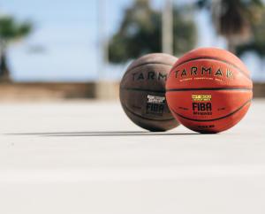 如何選擇籃球尺寸與材質
