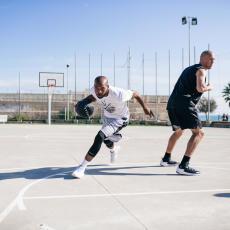 3 個籃球技巧挑戰高個子球員 重心壓低