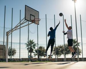 找到籃球場上的位置