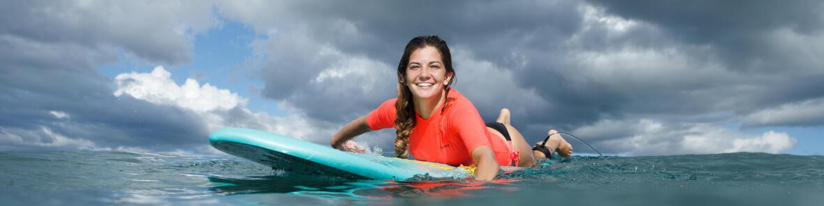 Hoe bescherm je jezelf tegen de zon tijdens het surfen?