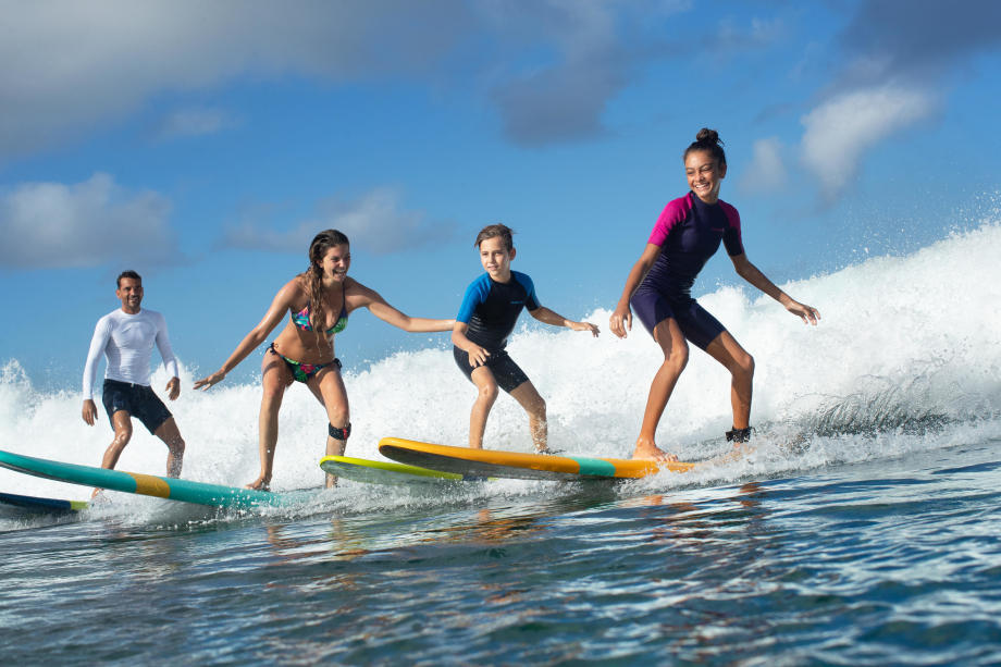 session de surf en famille