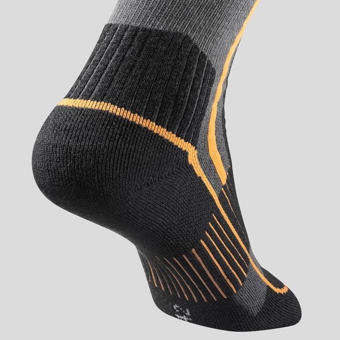 Chaussettes chaudes de randonnée adulte SH520 x-warm mid noires orange.