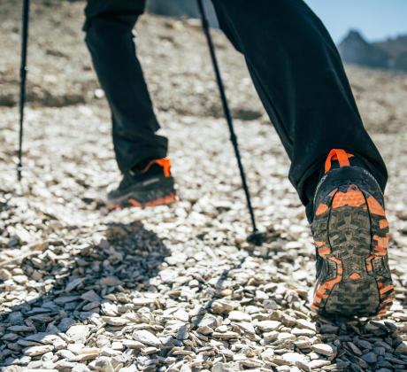 運用登山杖降低疲勞
