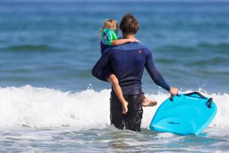Olaian surfer bodyboard avec enfant teaser