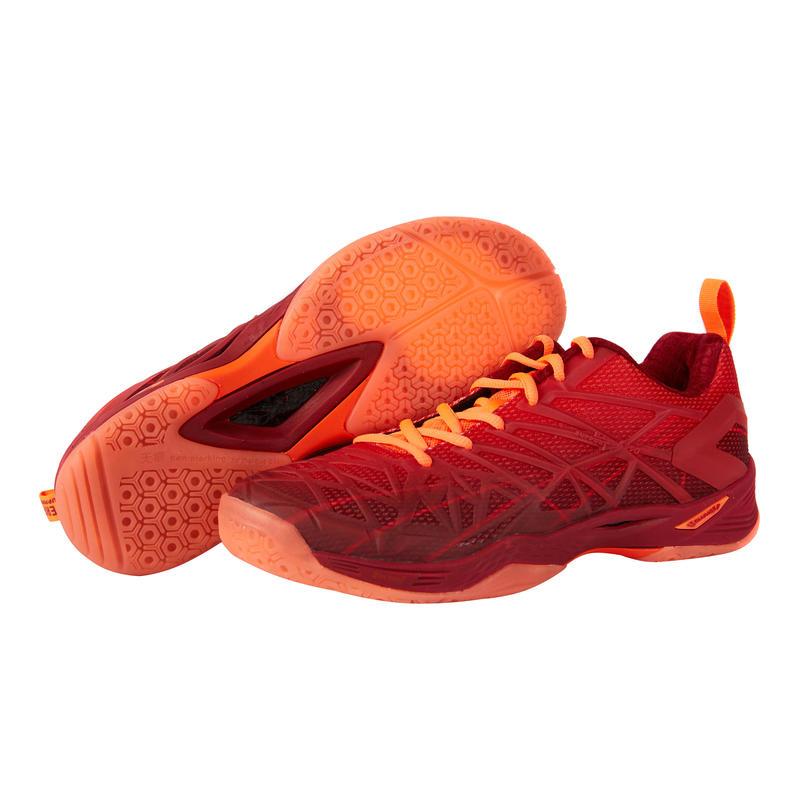 รองเท้าแบดมินตัน/กีฬาในร่มสำหรับผู้ชายรุ่น BS 990 (สีแดง)