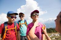 Футболка MH100 для туризму, для дітей віком 7-15 років – Зелена