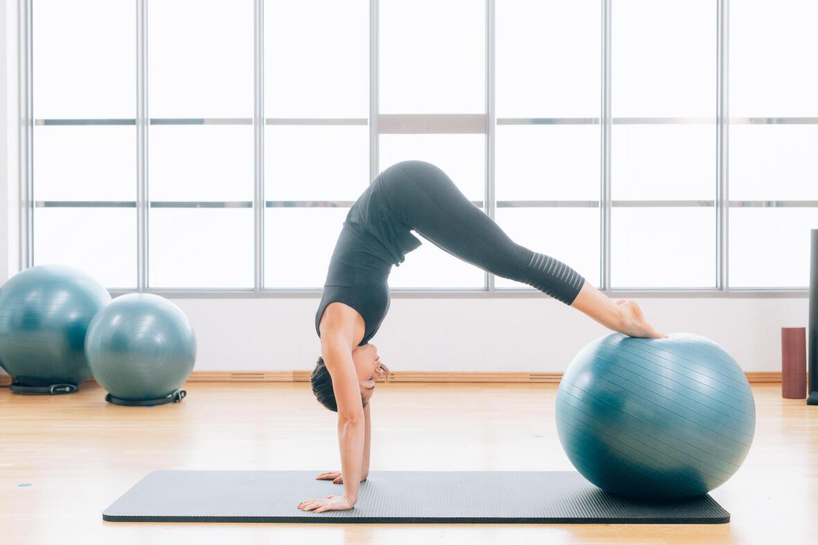 exercices avec un gym ball