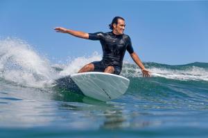 Comment choisir une combinaison de surf ?