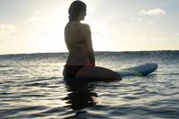 Top de bikini forma banda con copas desmontables LAURA NEGRO