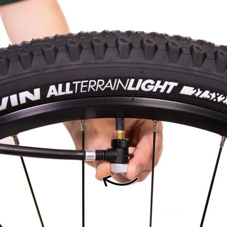 Pompe à main pour un vélo de montagne