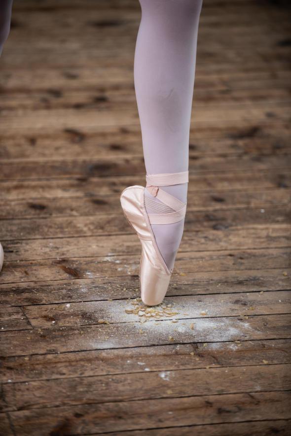 pointe-danse-classique-fille-debutante.jpg