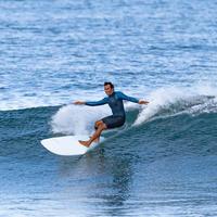 Жесткая доска для серфинга 9' Longboard 900 Поставляется с 2+1 плавниками.