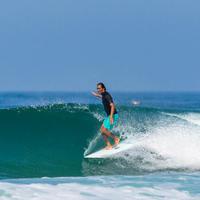 Planche de surf rigide de 2,8m. Vient avec un aileron.