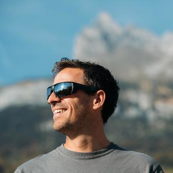 Sonnenbrille Wandern MH570Kategorie 4 Erwachsene grau