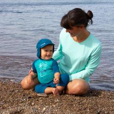 vêtements de protection solaire pour les bébés à la plage