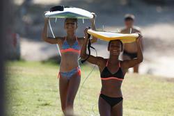 Maillot de bain de surf 2 pièces fille avec coques Betty corail et noir