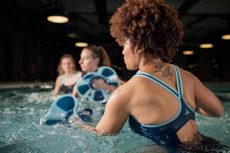 comment-travailler-ses-abdos-en-natation