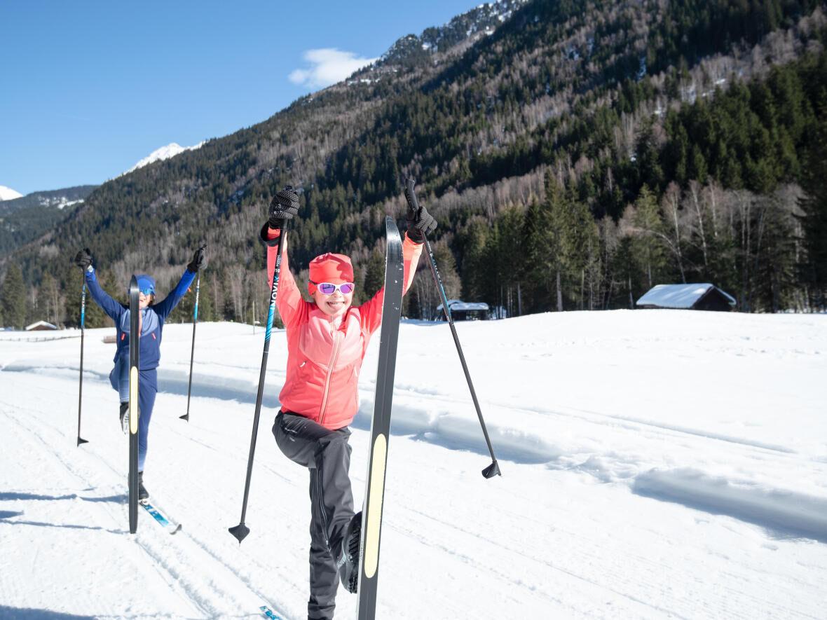 s'amuser avec des enfants en ski de fond