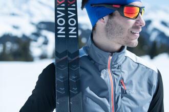 homme prêt pour la course de ski de fond