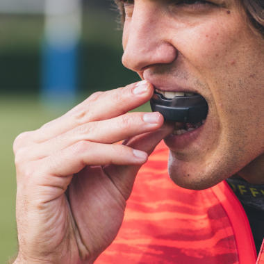 conseils-comment-choisir-et-mouler-son-protège-dent-de-rugby