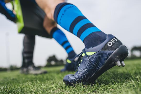conseils-comment-choisir-des-chaussures-de-rugby-Offload-R500.jpg
