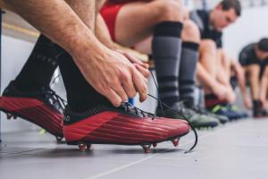conseils-comment-choisir-des-chaussures-de-rugby-Offload-R500