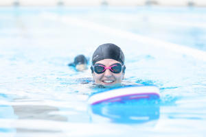 不同泳式的呼吸技巧