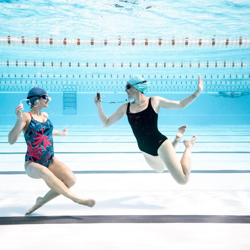 Deux filles sous l'eau