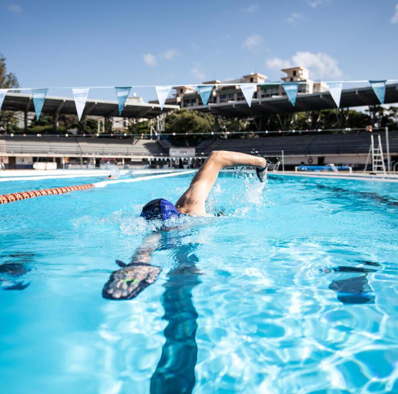 Améliorer sa technique de nage avec des plaquettes