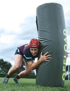 conseils-comment-choisir-son-équipement-de-rugby-féminin-casque