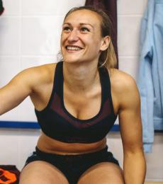 conseils-comment-choisir-son-équipement-de-rugby-féminin-brassière