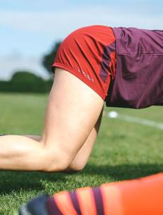 conseils-comment-choisir-son-équipement-de-rugby-féminin-short