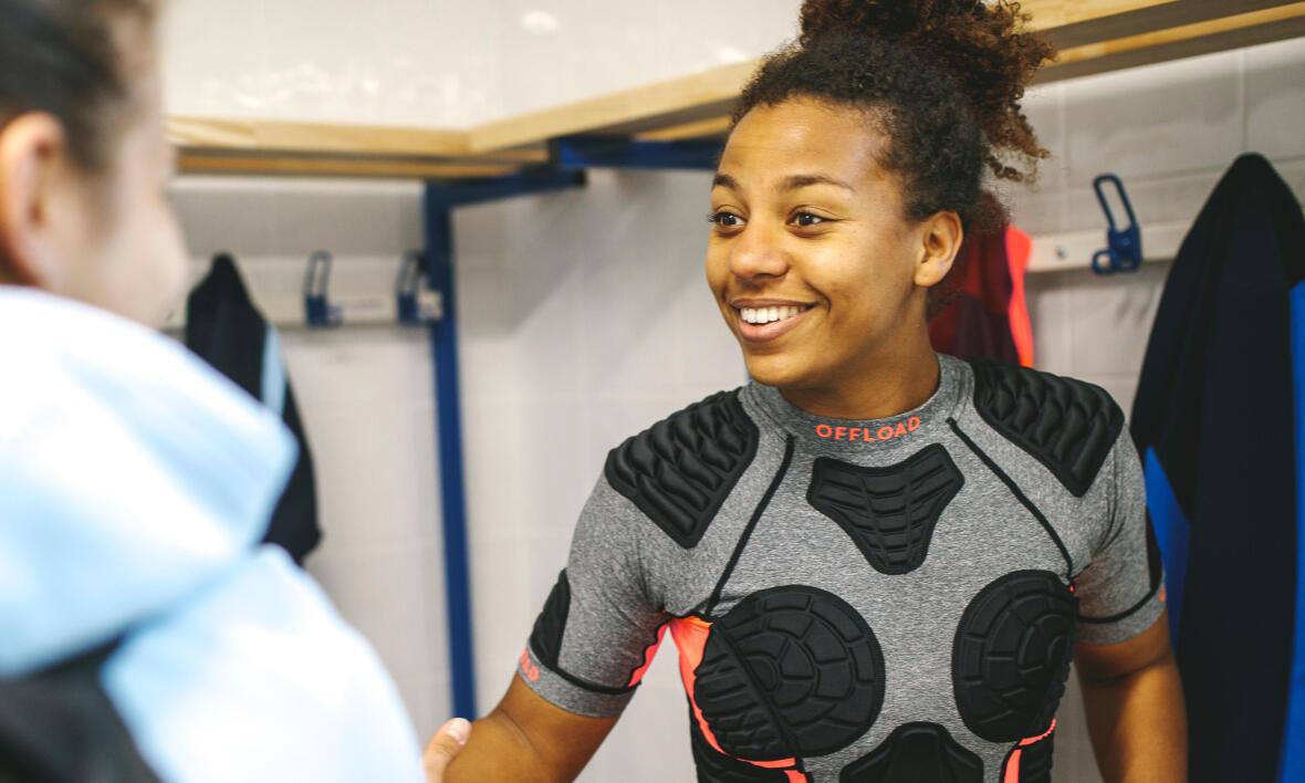 conseils-comment-choisir-son-équipement-de-rugby-féminin-épaulière