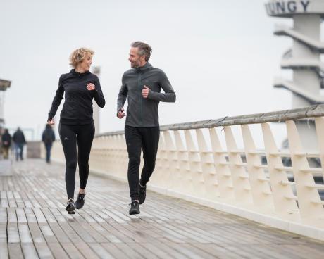 reprendre sport après 50 ans Couple qui court