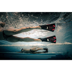 Lange, stijve zwemvliezen Topfins 900 zwart/rood