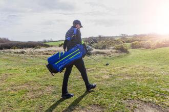 Hoe draag je je golftas?