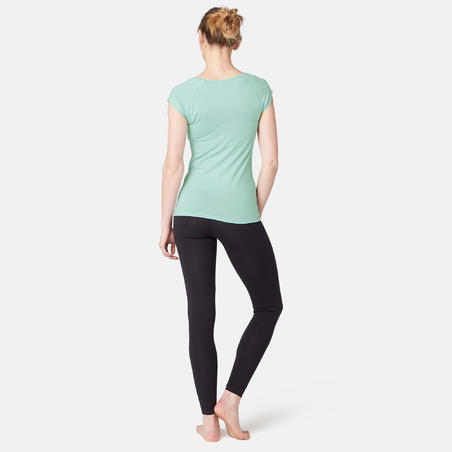 Жіноча футболка 500 для пілатесу та гімнастики, вузький крій - Світло-синя
