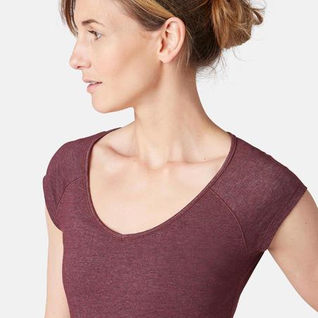 Жіноча футболка 500 для пілатесу та гімнастики, вузький крій - Бордова