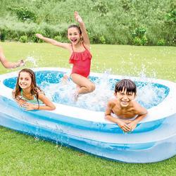 Groot opblaaszwembad voor kinderen en volwassenen