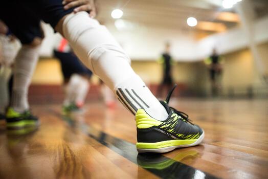 Zapatillas de Fútbol Sala Kipsta Eskudo 500 adulto gris amarillo