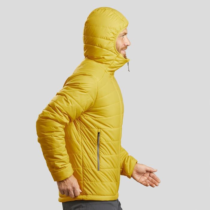 Gewatteerde jas met capuchon voor bergtrekking heren Trek 100 geel