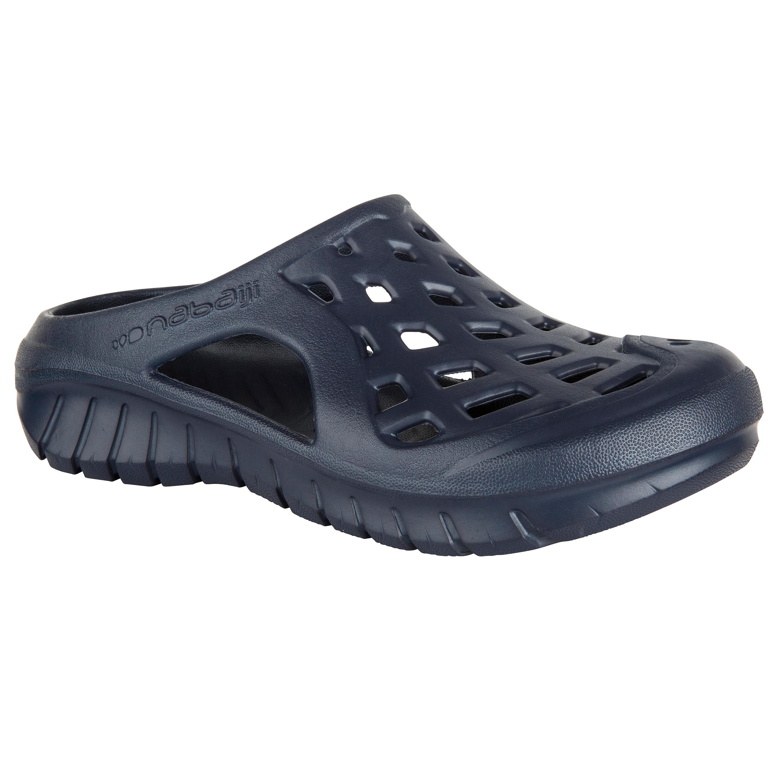 รองเท้าแตะเดินริมสร...