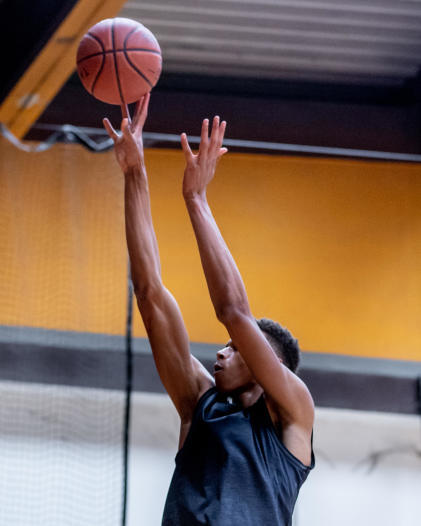 重返球場:運球和投籃訓練