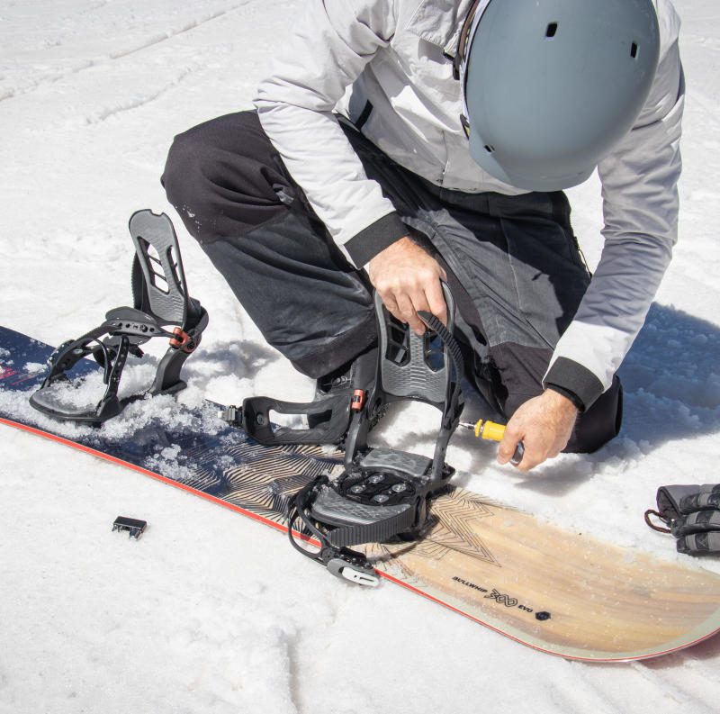 How to adjust your snowboard bindings - title