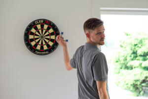 accrocher-cible-fléchette-traditionnelle-darts-decathlon-canaveral