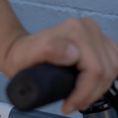 Comment changer les poignées de vélo ?