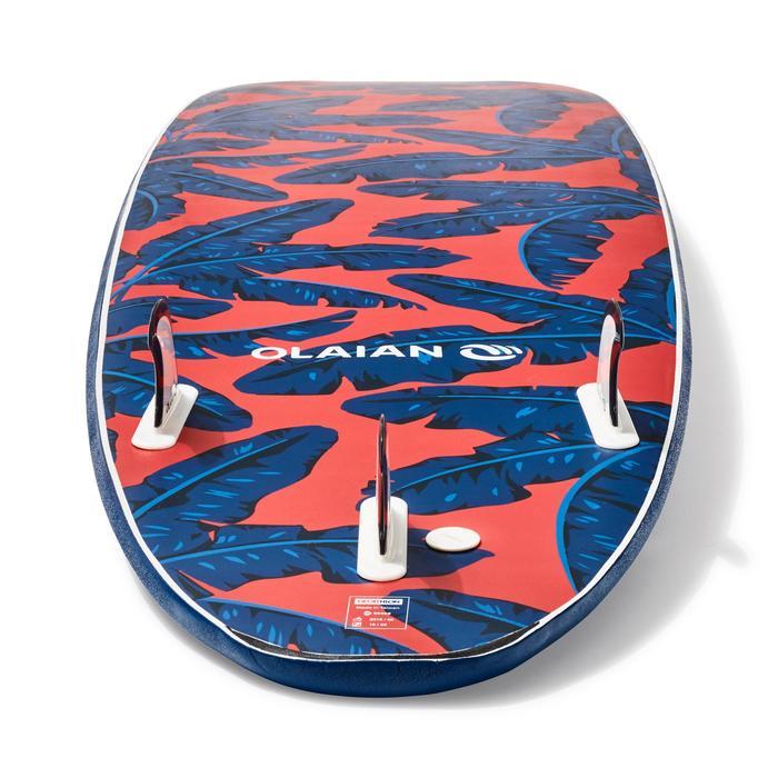 """泡棉衝浪板500 8'6""""。附有一副腳繩和3片板舵。"""